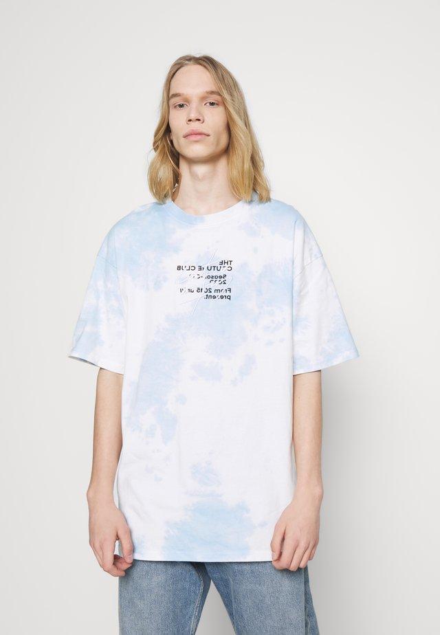 SIGNATURE SEASON CLOUD WASH TEE - T-shirt con stampa - blue