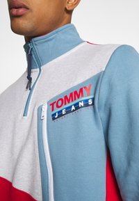 Tommy Jeans - COLORBLOCK ZIP MOCK NECK UNISEX - Sweatshirt - vintage denim/multi - 5