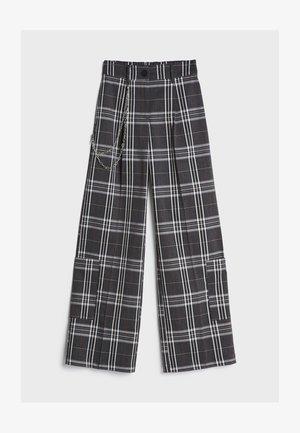 MIT WEITEM BEIN  - Trousers - grey