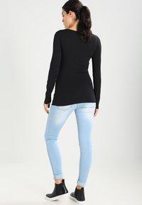 Zalando Essentials Maternity - 2 PACK  - Langærmede T-shirts - black - 3