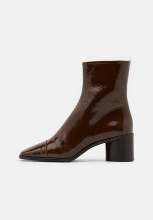 BRISEIS - Classic ankle boots - cognac