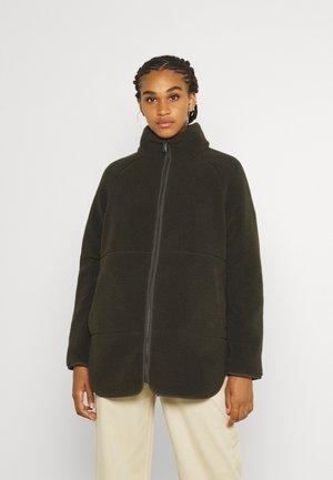 VMNINA TEDDY JACKET - Fleece jacket - peat