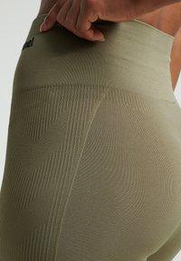 Hummel - TIF SEAMLESS CYLING - Leggings - vetiver - 3