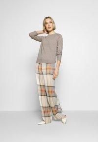 pure cashmere - CLASSIC CREW NECK  - Jumper - beige - 1