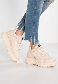 Buffalo - CORIN - Sneaker low - nude - 0