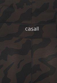 Casall - ICONIC PRINTED 7/8 - Collant - escape licorice - 2