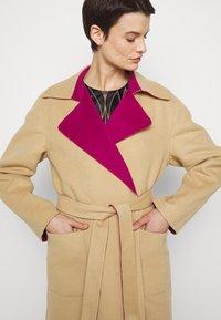 Alberta Ferretti - Klasický kabát - pink/beige - 6