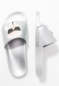 KARL LAGERFELD - Pantolette flach - light grey - 3