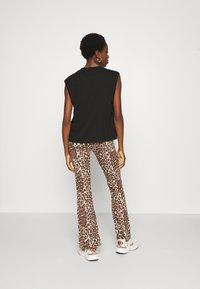 ONLY - ONLLIVE LOVE FLARED PANTS - Leggings - black - 2