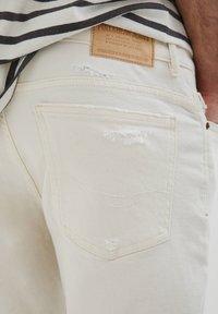 PULL&BEAR - SLIM-FIT  - Jeansshorts - mottled beige - 4