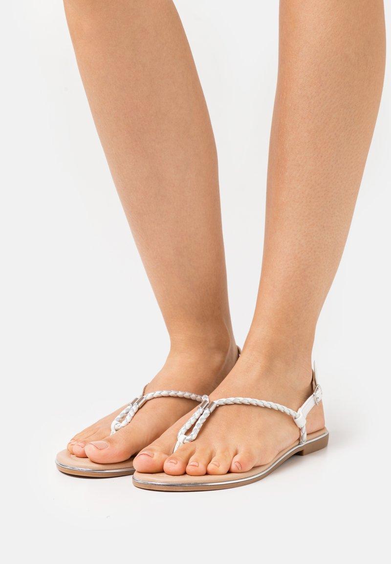 Anna Field - Sandály s odděleným palcem - white