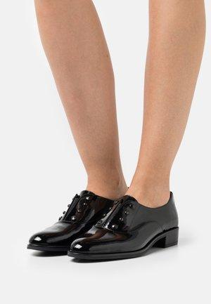 BEMI - Slippers - black