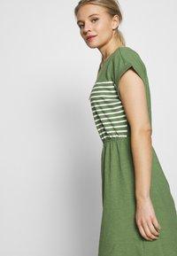 TOM TAILOR DENIM - MINI DRESS WITH STRIPES - Jersey dress - green - 3