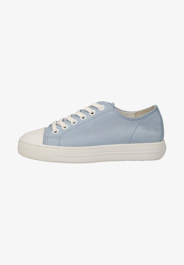 Sneakers laag - hellblau/weiß