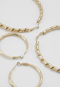 Topshop - ENGRAVED URBAN HOOP 2 PACK - Náušnice - gold-coloured - 2