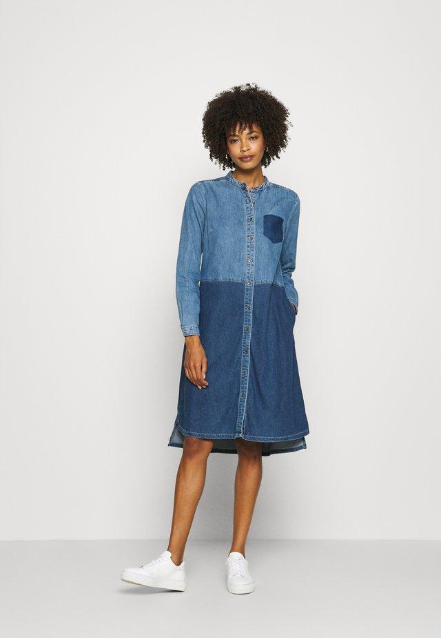 CUPAOLA DRESS - Dongerikjole - medium blue wash