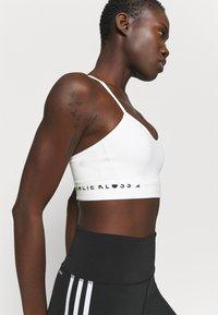 adidas Performance - KARLIE KLOSS LIGHT BRA - Sujetadores deportivos con sujeción media - off white - 4