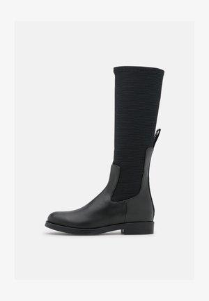 LONGBOOT - Vysoká obuv - black