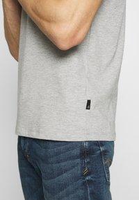 Burton Menswear London - 2 PACK  - Basic T-shirt - grey melange - 5