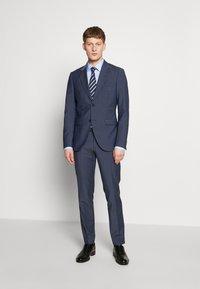 HUGO - KOEY SLIM FIT - Formal shirt - light/pastel blue - 1