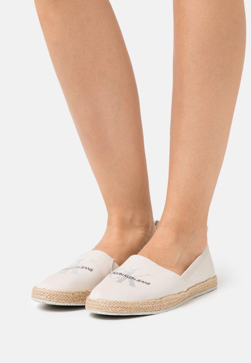 Calvin Klein Jeans - PRINTED  - Espadrilles - white/sand