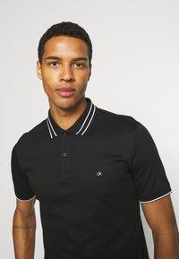 Calvin Klein Tailored - LIQUID TOUCH TIPPING SLIM - Polo shirt - black - 3