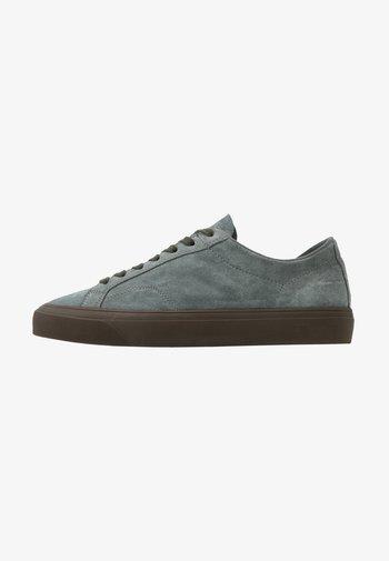 Sneakers - sage