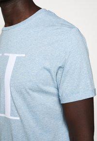 Les Deux - ENCORE  - Print T-shirt - light blue melange - 6