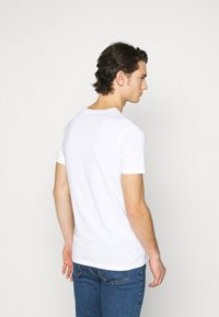 Jack & Jones - JJBOXER TEE CREW NECK - T-shirt imprimé - white - 2