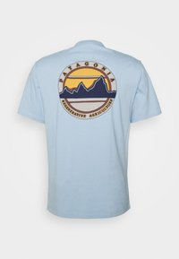 Patagonia - ROAD TO REGENERATIVE POCKET TEE - T-shirt imprimé - big sky blue - 1