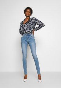 Noisy May - NMJEN  SHAPER - Jeans Skinny Fit - light blue denim - 1