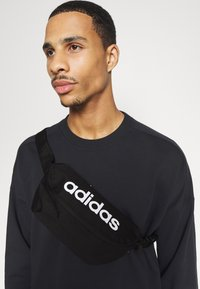 adidas Performance - DAILY CLASSIC FOUNDATION SPORTS WAISTBAG UNISEX - Marsupio - black/white - 0