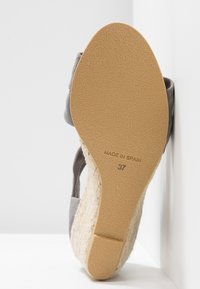 Office Wide Fit - MAIDEN WIDE FIT - Wedge sandals - grey - 6