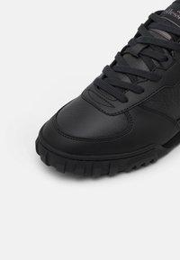 Ellesse - TANKER - Sneakers - black - 5
