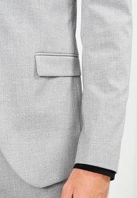 Selected Homme - SHDNEWONE MYLOLOGAN SLIM FIT - Garnitur - light grey melange - 6