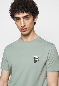 KARL LAGERFELD - CREWNECK - Print T-shirt - jade green - 3