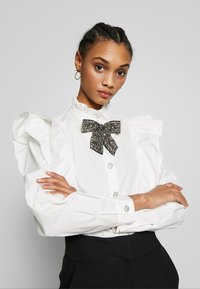 Sister Jane - MARY'S REIGN RUFFLE - Button-down blouse - ivory - 4