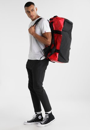 BASE CAMP DUFFEL M UNISEX - Sports bag - red/black