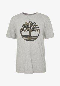 Timberland - KENNEBEC RIVER CAMO TREE TEE - Print T-shirt - medium grey heather - 4