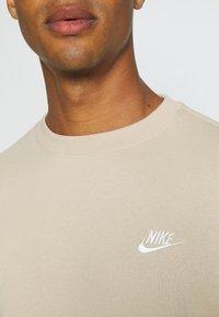 Nike Sportswear - CLUB CREW - Felpa - grain - 4