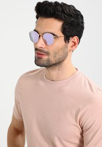 Ray-Ban - 0RB3447N - Sonnenbrille - wisteria flash - 1