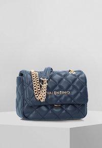 Valentino Bags - Taška spříčným popruhem - blue - 0