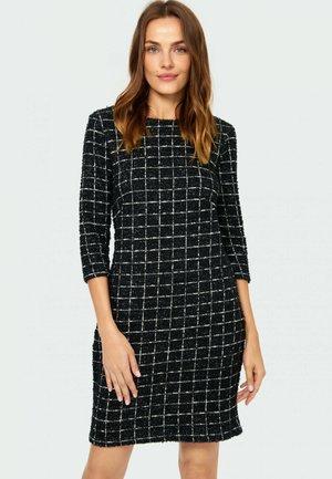 Sukienka etui - pattern