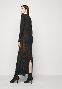 Trussardi - Pletené šaty - black - 4