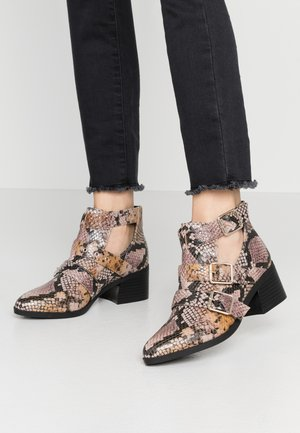 FINN - Ankle boots - pink