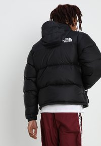 The North Face - 1996 RETRO NUPTSE JACKET - Bunda z prachového peří - black - 3