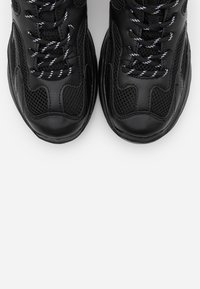Monki - VEGAN EMINA - Sneaker low - black - 5