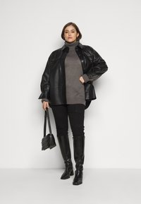 Missguided Plus - ROLL NECK CABLE SLEEVE JUMPER - Jumper - charcoal - 1