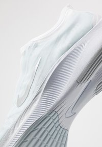 Nike Performance - ZOOM FLY 3 - Neutral running shoes - pure platinum/metallic silver/white/aura - 5
