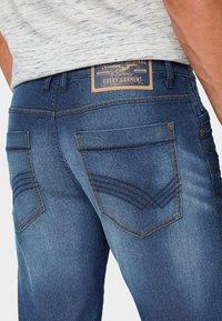 TOM TAILOR - MAX BERMUDA  - Denim shorts - mid stone wash denim - 5